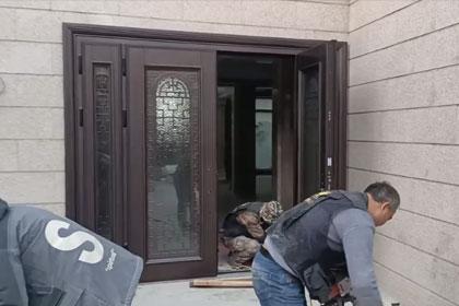 贝尔卡洛四开玻璃门